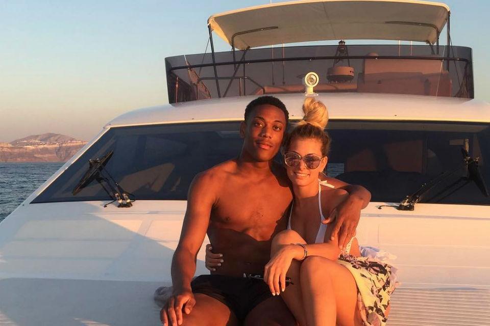 Martial menghabiskan waktu liburan bersama kekasih